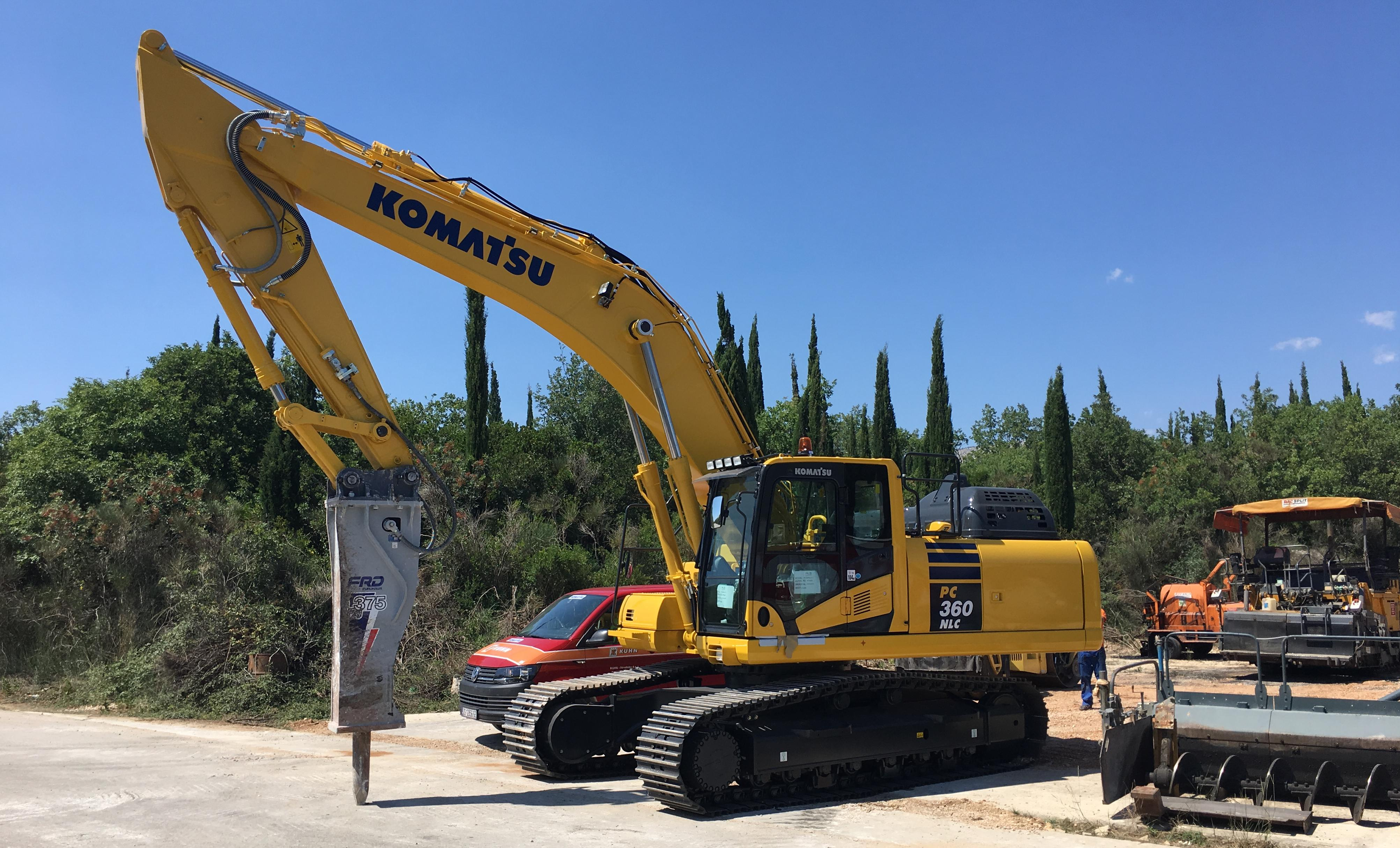 Poduzeće za ceste Split preuzelo dva Komatsu rovokopača