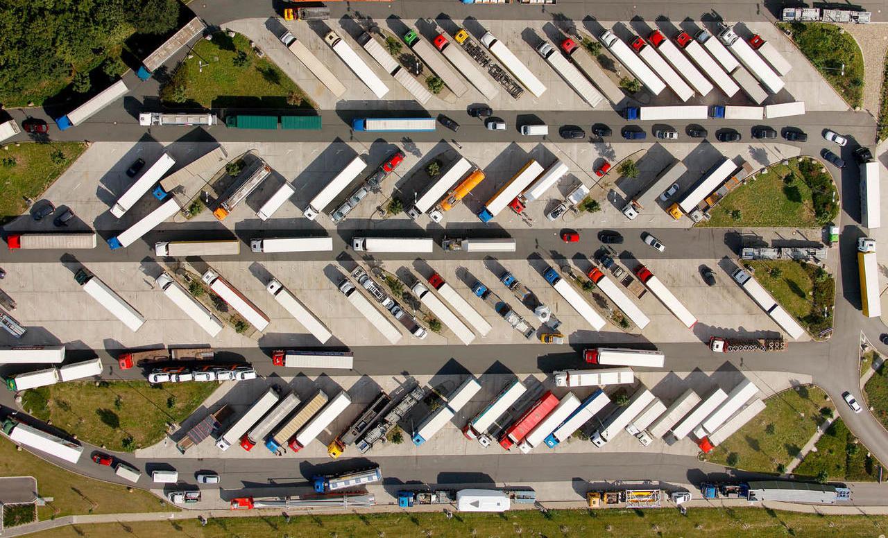 U Njemačkoj nedostaje 30.000 parkirnih mjesta za kamione