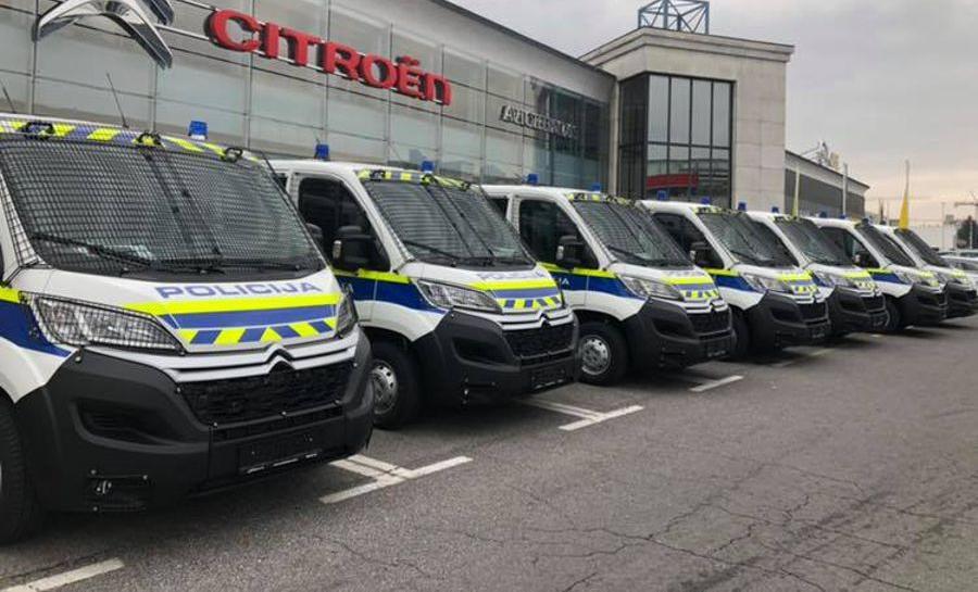 Policija prevzela 12 Jumperjev