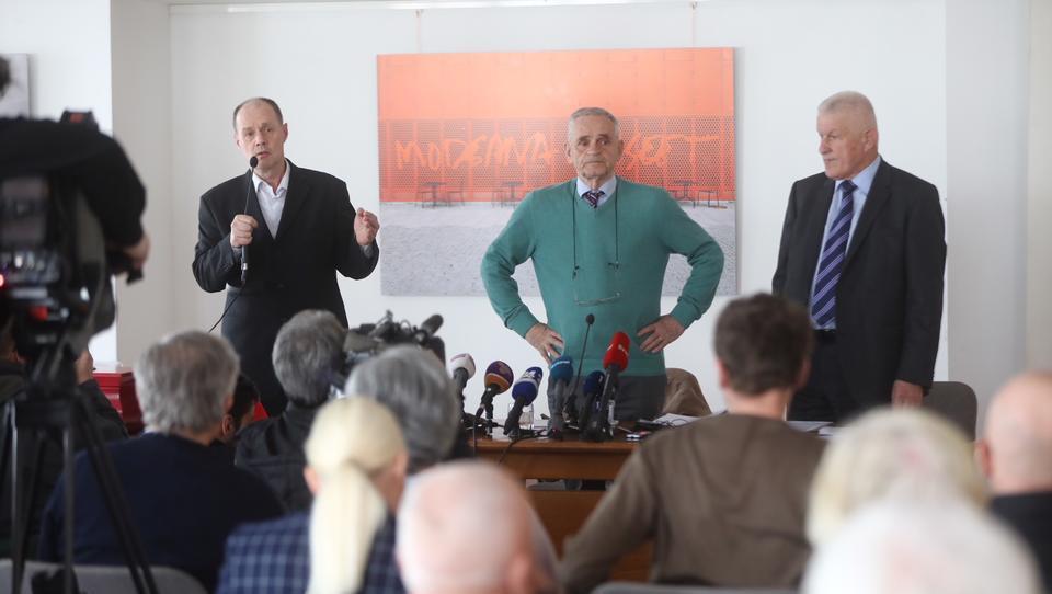 Z liste Davkoplačevalci se ne damo odstopil Boštjan M. Zupančič