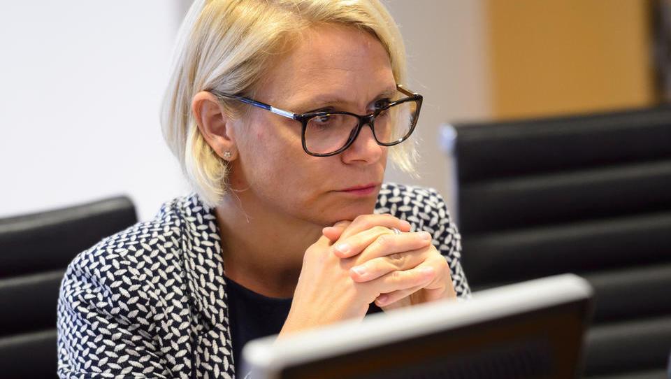 Digitalizacija po slovensko: izplačilo otroških dodatkov na nemško banko ne deluje