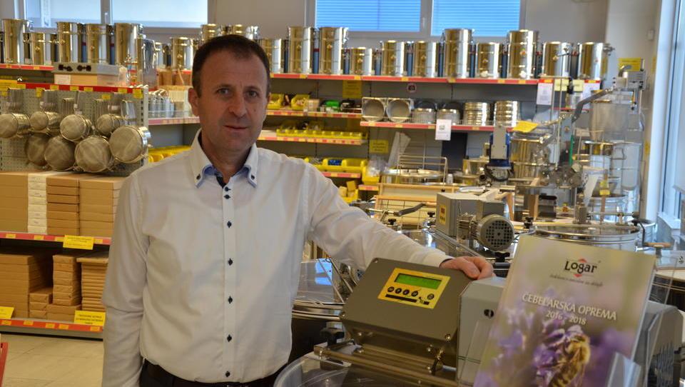 Čebelarska oprema Logar osvaja EU, pa tudi bolj oddaljene trge