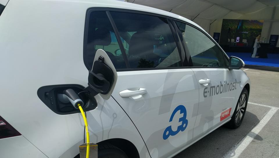 E-avto se številnim splača že danes