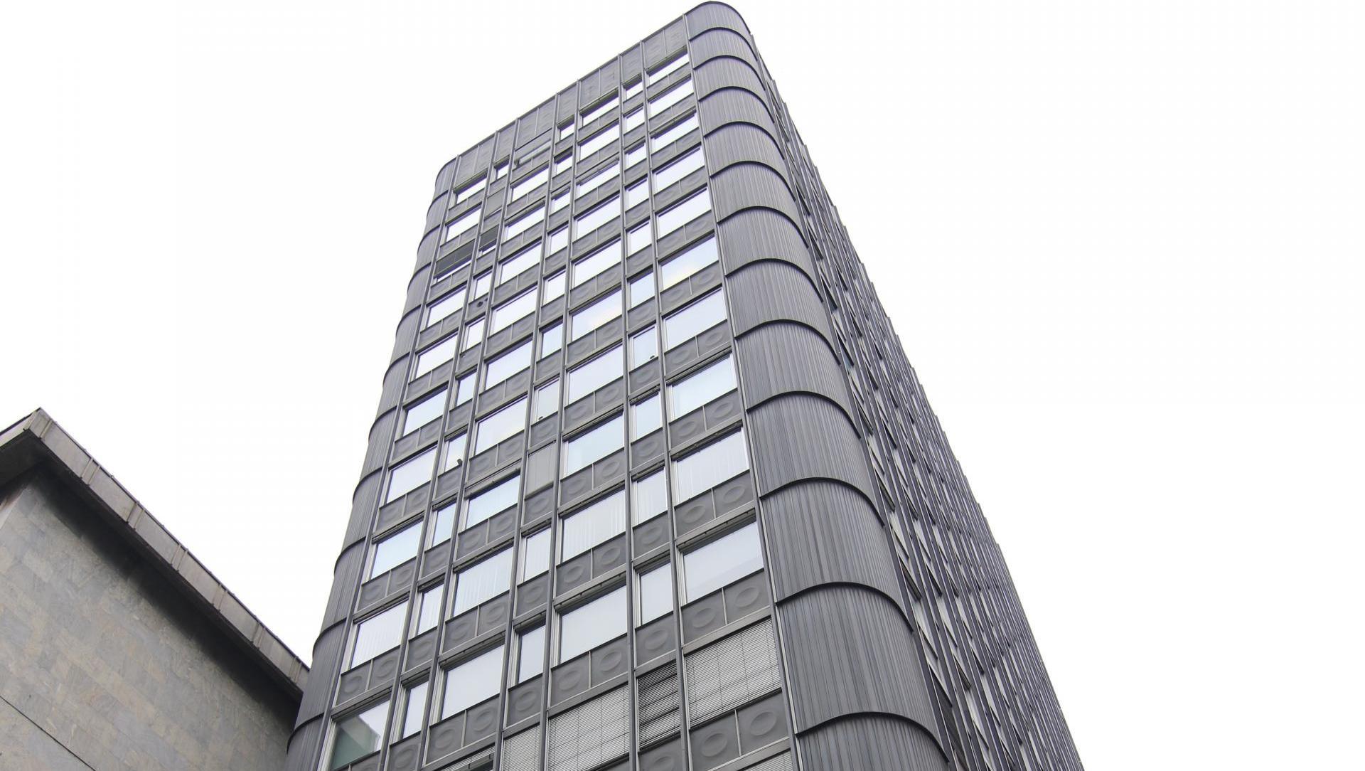 (Nepremičnina tedna) Naprodaj deveto nadstropje v stolpnici nekdanje...