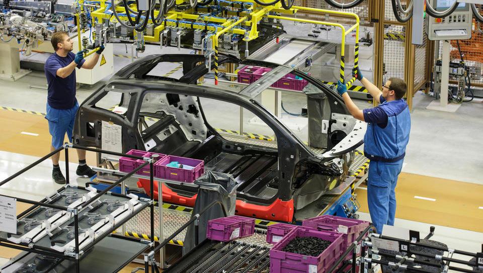 Prioritete: električni avto ali delovno mesto