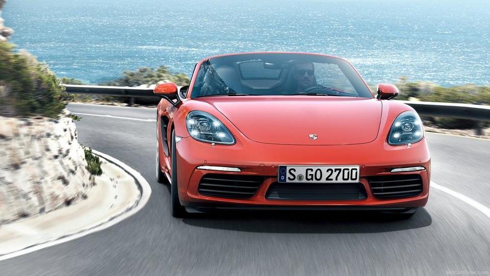 Porsche z vsakim avtom povprečno zasluži 16.400 evrov