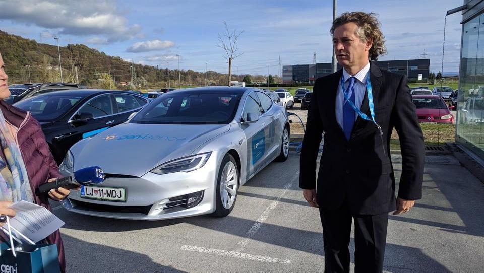 Kako lahko pamet pomaga pri odpravi mitov o nevarnosti elektromobilnosti