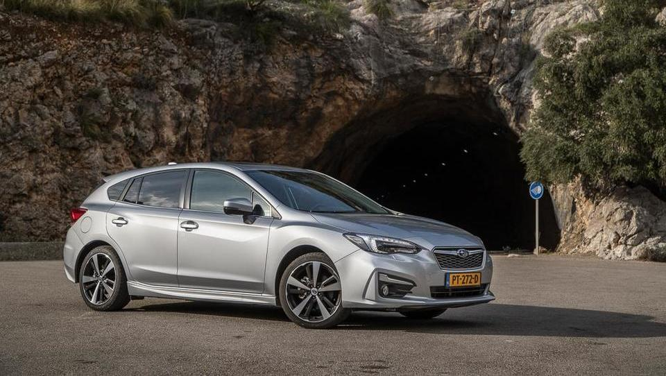 Subaru menja barvo, impreza namesto na šport stavi na varnost
