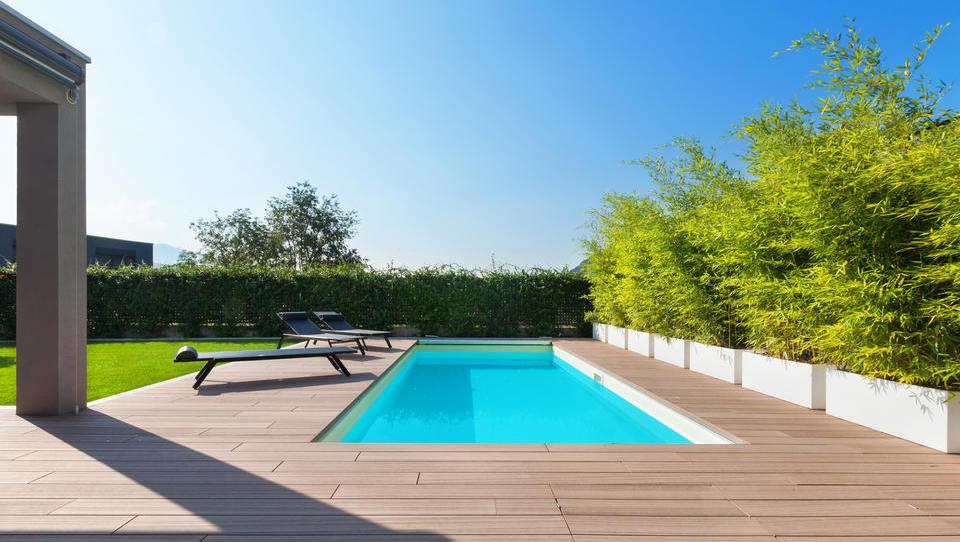 Enkratni družinski dopust ali trajna uporaba novega bazena?