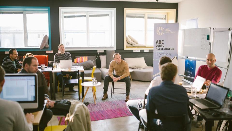 Pospeševanje velikih ali kako se lahko korporacije zgledujejo po start-upih