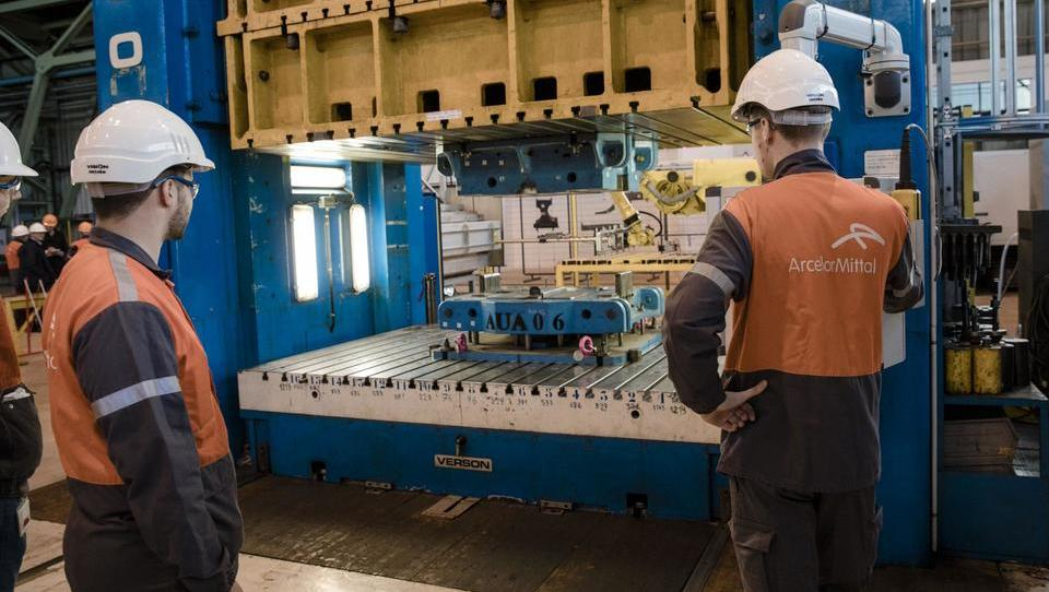 Arcelor-Mittal in Nippon Steel skupaj v nakup indijskega Essar Steela