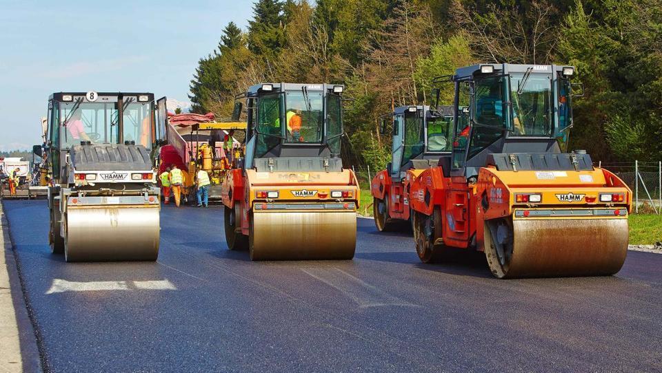 Asfalterji veseli napovedi o več sredstvih za obnovo cest