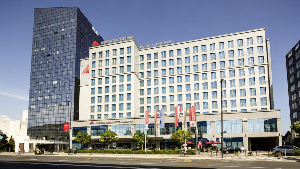 Pečat: KD Skladi kupili Austria Trend Hotel