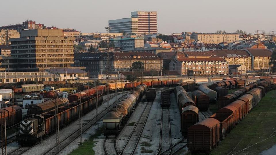 Hitri pregled tedna: Srbske železnice iščejo oglaševalce, Črnogorci so si premislili glede privatizacije Luke Bar