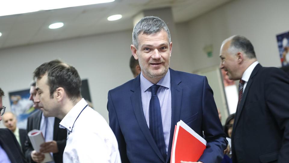 (Skupščina Petrola): Berločnik napoveduje plačevanje s kriptovalutami, dividenda 16 evrov
