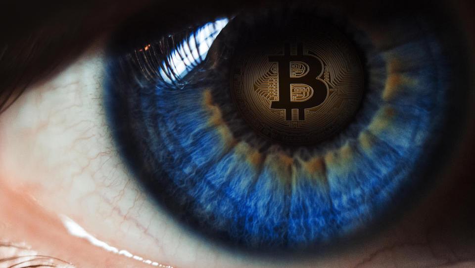 Kriptopravljica pod pritiskom: vse več držav gre nad bitcoin
