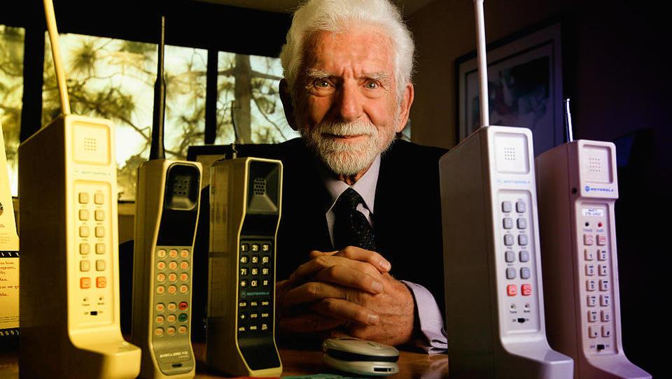 Mobilni telefon danes praznuje 45. rojstni dan