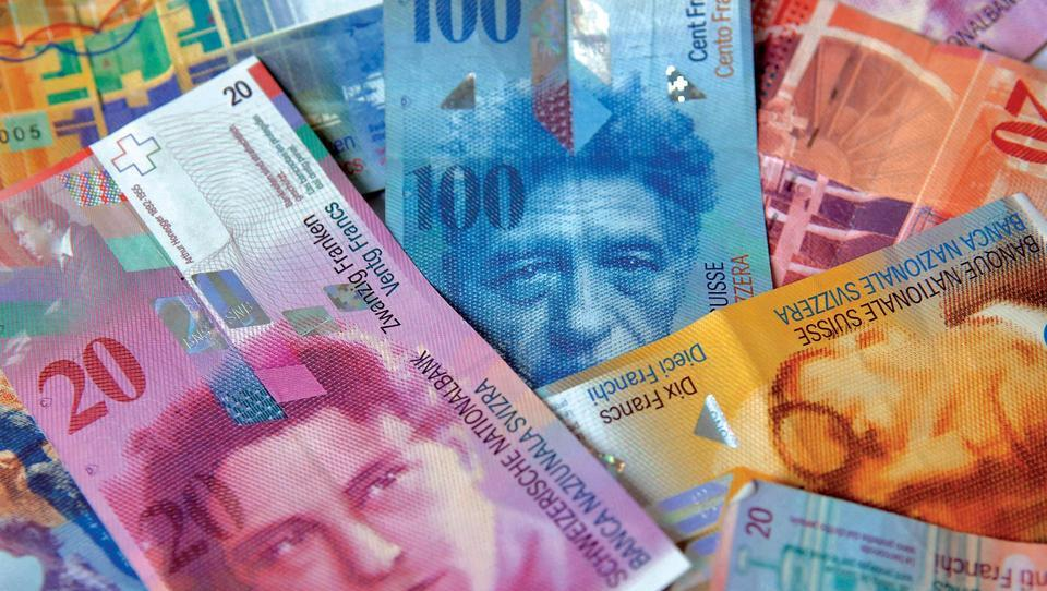 (graf) Se švicarski frank vrača na stara pota?