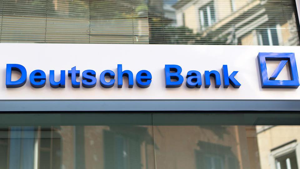 Deutsche Bank presenetila z visokim dobičkom