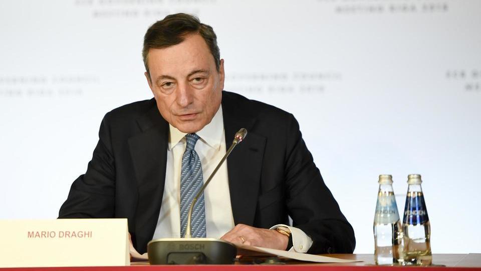 Šef ECB mario Draghi sporoča: Spobujevalne ukrepe bo ECB predvidoma umaknila konec letošnjega leta