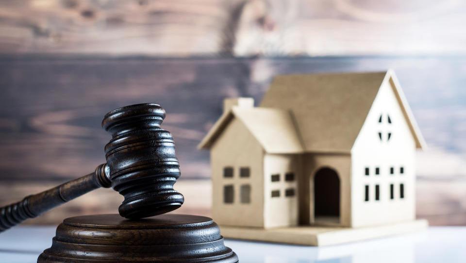 Razkrivamo, kako so se na dražbah prodajale hiše po Sloveniji