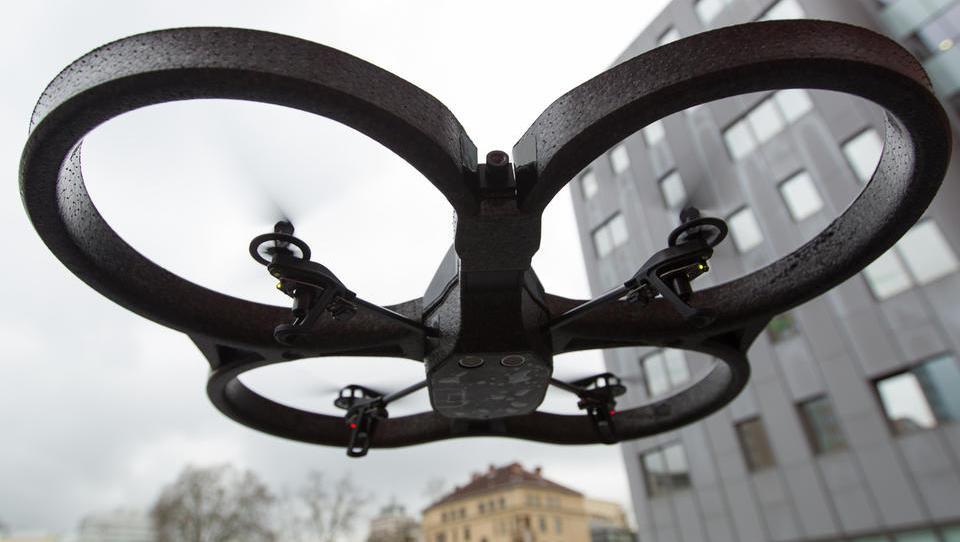 Evropski poslanci potrdili skupna evropska pravila o dronih