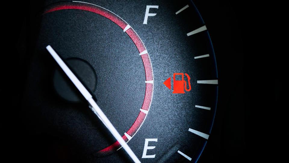 Jutri se obeta nova podražitev bencina in dizla
