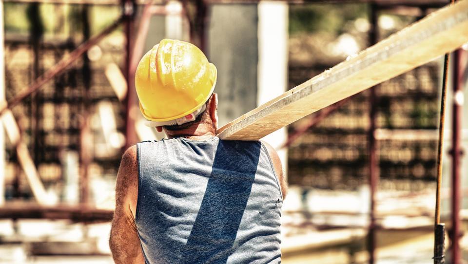 Januarja izdanih za dobro petino manj gradbenih dovoljenj kot decembra