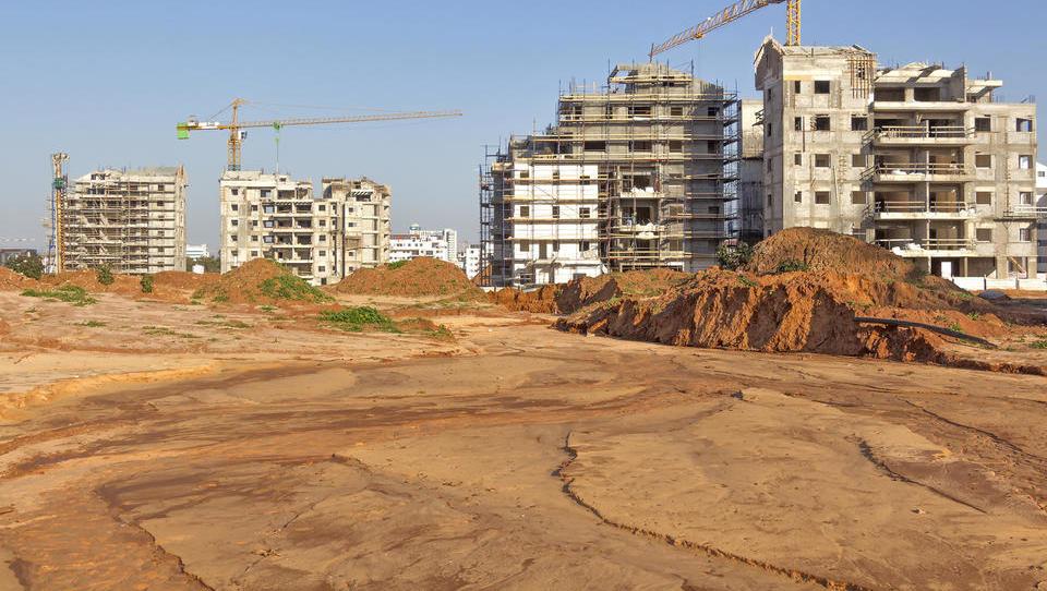 To so zemljišča, ki jih DUTB, IJS in Zlatarna Celje kupujejo iz stečajev. Kaj bo še naprodaj?