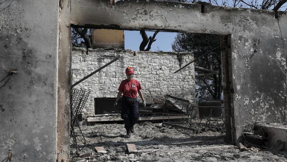 Grška tragedija s političnimi razsežnostmi