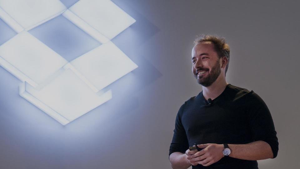 Kdo je mladenič, ki je zavrnil Steva Jobsa in ustvaril svoj digitalni imperij