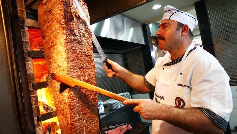 Ali EU lahko prepove döner kebab in giros?