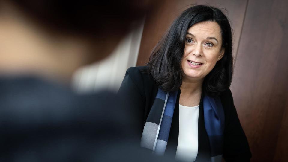 (intervju) Slovenka iz Junckerjevega stroja za naložbe: Slovenija je še vedno v krču