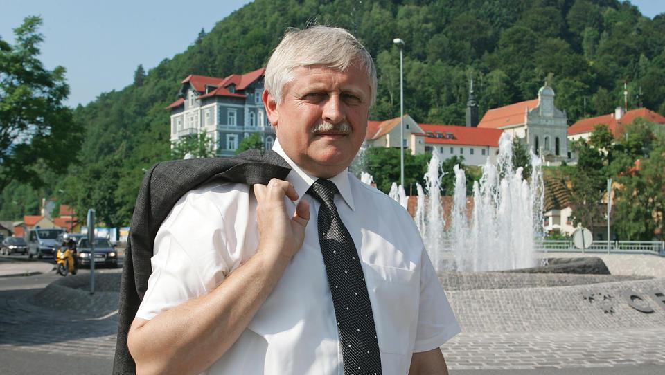 Tomaž Kos začasno razrešen vodenja vseh stečajev