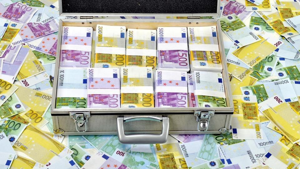 Ocena Bruslja: slovenski proračun vsebuje tveganja