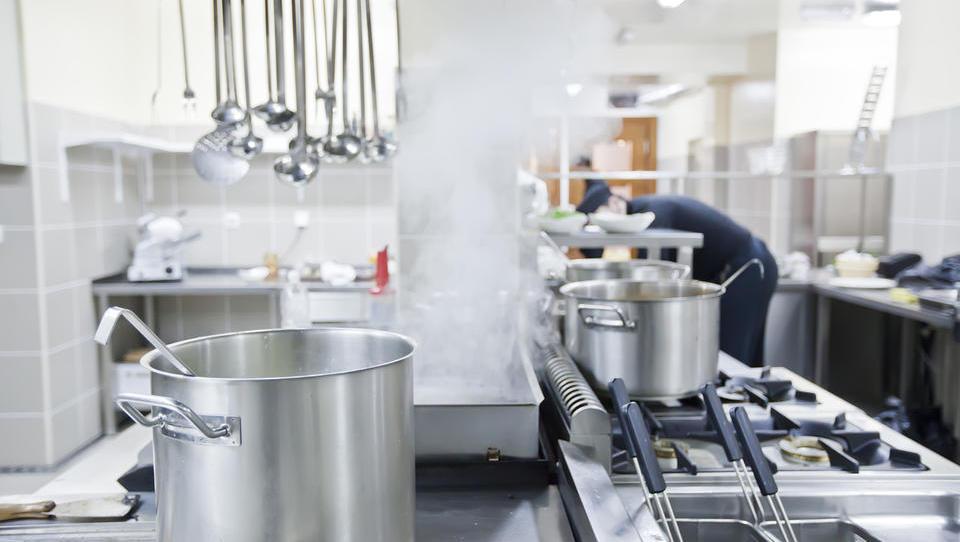 Slovenski gostinci nikakor ne dobijo kuharjev, cene kosil bodo višje