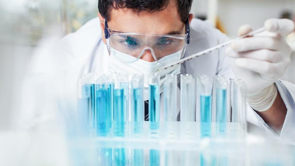 Slovenci bi najraje delali za farmacevte