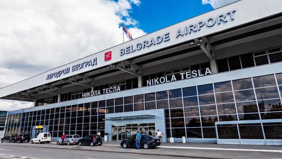 Hitri pregled tedna: V nemški industriji opozorilno stavkajo, Srbi pa so izbrali koncesionarja za beograjsko letališče