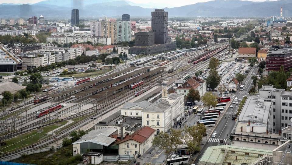 Emonika: smo dovolj bogati in velikopotezni za poglobitev železnice v Ljubljani?