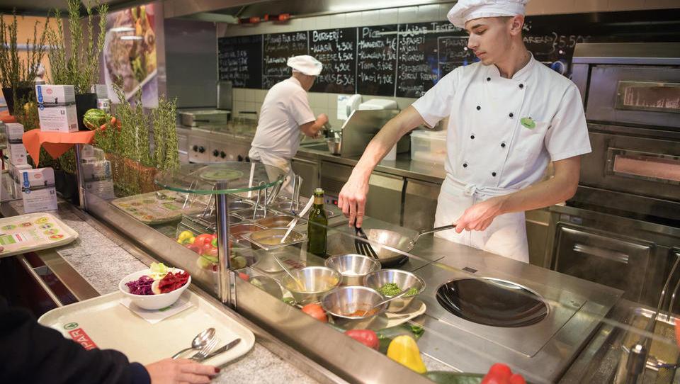 Za največje javne naročnike je lokalne in ekološke hrane premalo