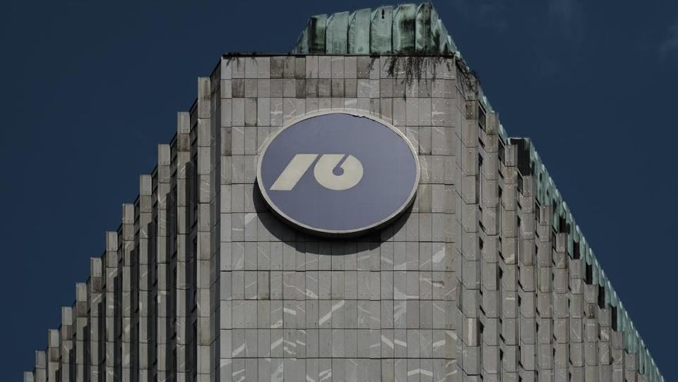 Evropska komisija ne bo popustila pri zavezi Slovenije o prodaji NLB