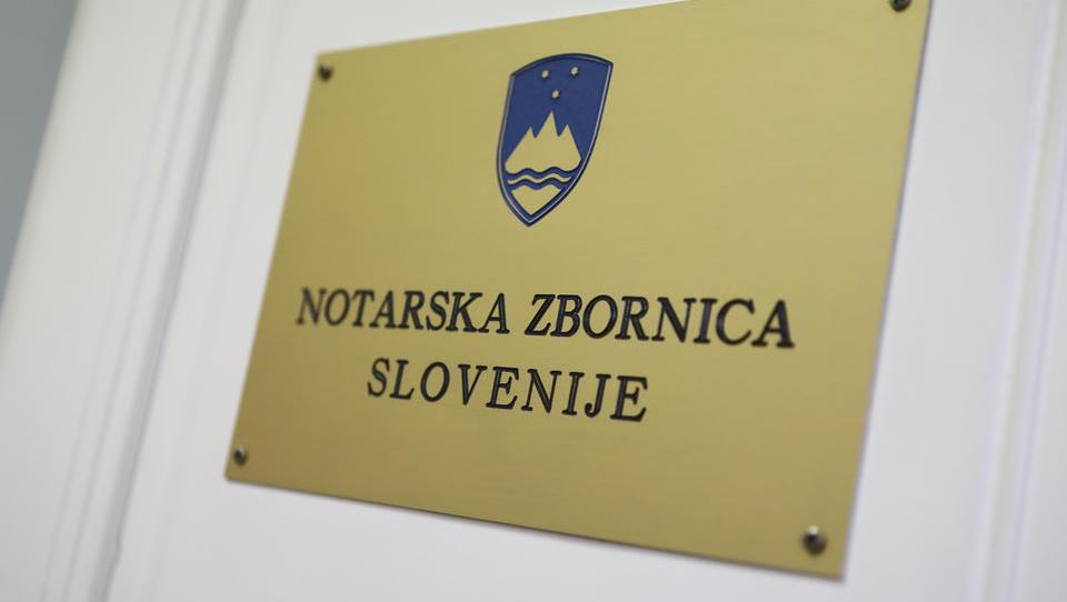 Notarski arhiv Jožeta Sikoška v roke notarja Jerneja Jeromna