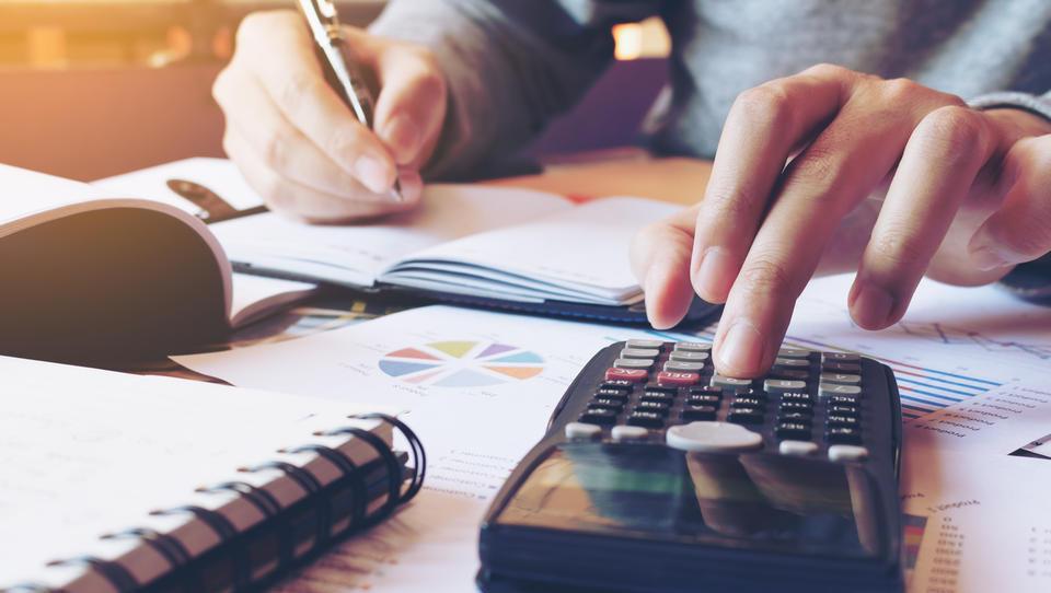 Evrska inflacija: en cilj in dve dilemi