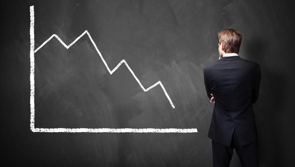 (grafi) Evropska komisija znova poslabšala gospodarsko napoved za Slovenijo