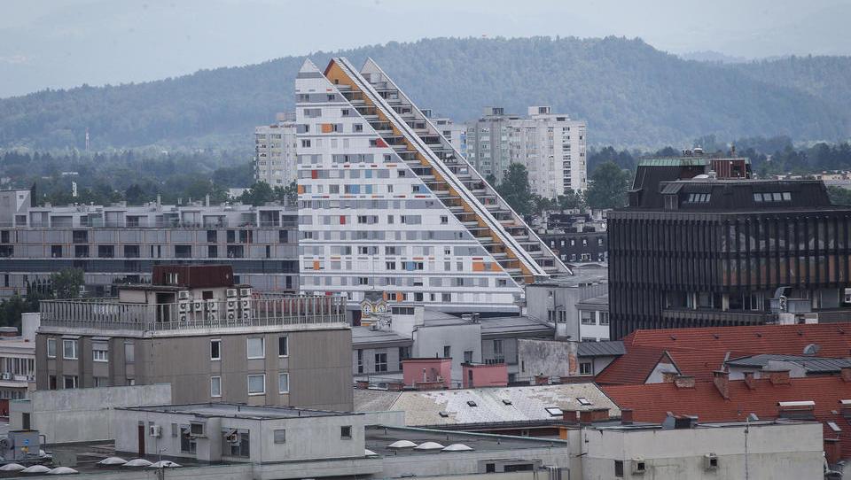Kako se dražitelji tepejo za stanovanja na dražbah in kako visoko gredo cene