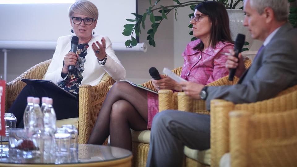 Kmetijska ministrica: Trudila se bom poenostaviti črpanje evropskega denarja