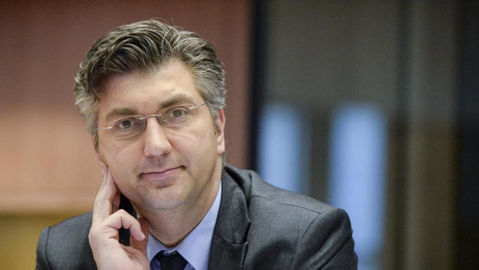 Hitri pregled tedna: Hrvaška niža davke, Nemčija noče Teslovega avtopilota, KTM bo v Avstriji zaposloval