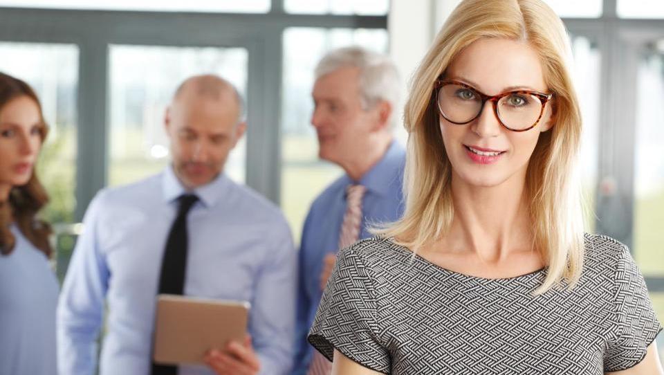Top službe - Jub išče kadrovskega direktorja; službe tudi v BSi, Heti, Akrapoviču, Ekipi2, Goodyearu in 15 podjetjih