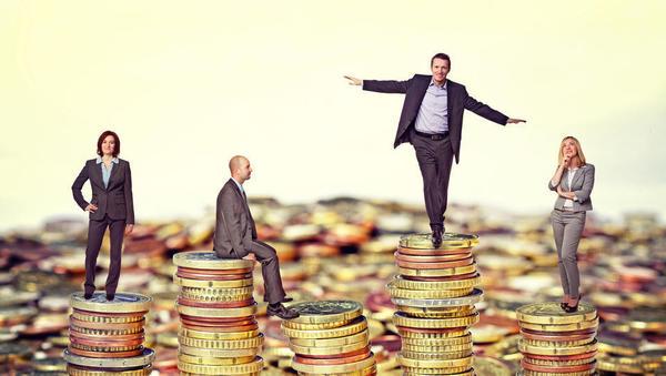 Višje plače imajo svojo ceno: letos za dohodnino 101 milijon evrov več