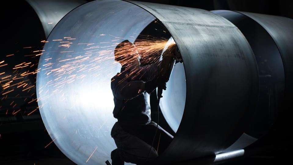 Bruselj pripravil ukrepe zaradi preusmeritev izvoza jekla v EU in jih bo uresničil, če bo treba
